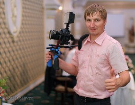 Видеограф Роман Попов на работе